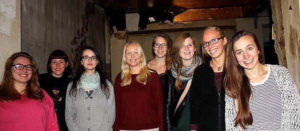 Foto (Universität Paderborn): Die Teilnehmerinnen des Seminars: (v. l. n. r.) Juliane Kurz, Lisa Kuntze-Fechner, Edith Lammert, Caroline Trilsbach, Laura Trautmann, Anne Fabienne Jackisch, Caroline Schniedermeier und Jennifer Rojahn.