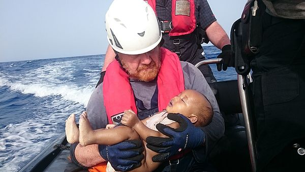Foto (Christian Büttner): Martin Kolek bei seinem Einsatz auf der Sea-Watch.