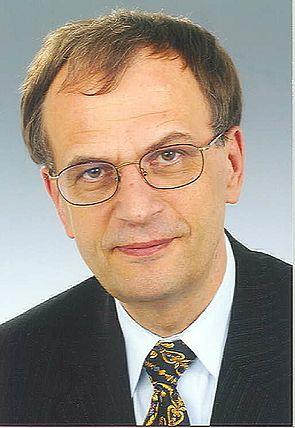 Foto: Dr. Reinhard Höppner, Ministerpräsident a. D. von Sachsen-Anhalt, erhält eine Ehrendoktorwürde der Fakultät für Kulturwissenschaften der Universität Paderborn.