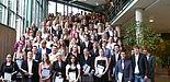 Foto (Universität Paderborn, Tanja Heggen): Die Absolventinnen und Absolventen des Sommersemesters 2010.