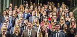 Foto (Universität Paderborn): Absolventinnen und Absolventen der Fakultät für Wirtschaftswissenschaften – Gruppe 1.