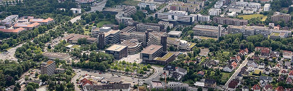 Die Universität Paderborn – Ansicht von Nordost. (Juni 2018)