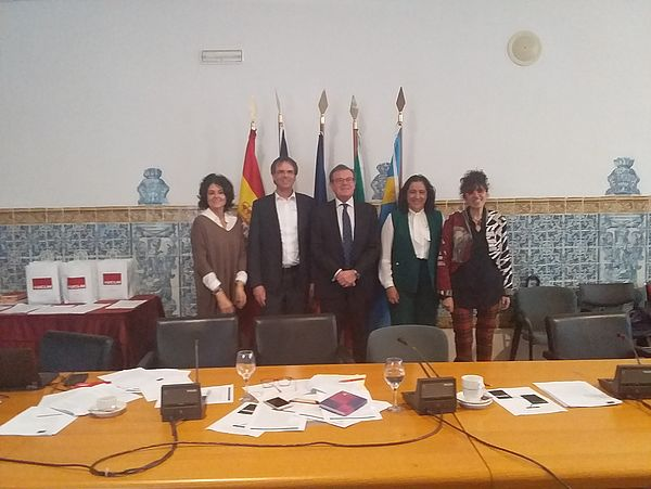 Foto (Shaban Mayanja): Vertreter*innen der Hochschulleitungen der Partneruniversitäten haben während des Treffens in Toledo ein Kooperationsabkommen unterzeichnet.