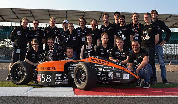 Foto (UPBracing Team e. V.): Das UPBracing Team glänzt bei der Formula Student UK in Silverstone.