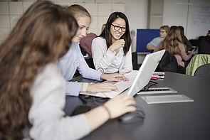 Foto  (Universität Paderborn): Die Schülerinnen besuchten speziell für sie konzipierte Vorlesungen und Workshops.