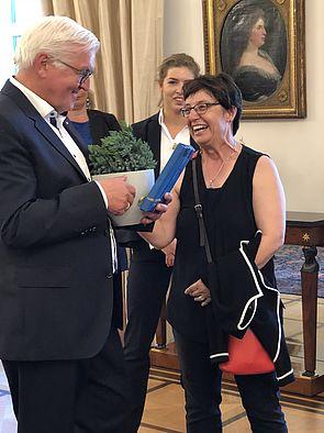 Foto (Universität Paderborn, Marc Schüle): Prof. Dr. Birgitt Riegraf, Präsidentin der Universität Paderborn, und Bundespräsident Dr. Frank-Walter Steinmeier.