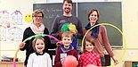 Foto (Universität Paderborn, Heiko Appelbaum): PaSS bringt Spaß und Bewegung. Hinten v. l.: Nicole Satzinger, Boris Husemann (Konrektor der Marienschule Paderborn, Jun.-Prof. Dr. Miriam Kehne; vorn v. l.: Finja, Lars und Nala.