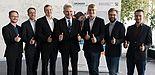 Foto (TecUP): (v. l.) Philipp Bednarek, Christoph Bach und Marcel Hartmann von Intab Pro, Prof. Dr. Andreas Pinkwart, Dr. Sebastian Vogt von TecUP sowie Merlin Roth und Philipp Kochan von Akubu.