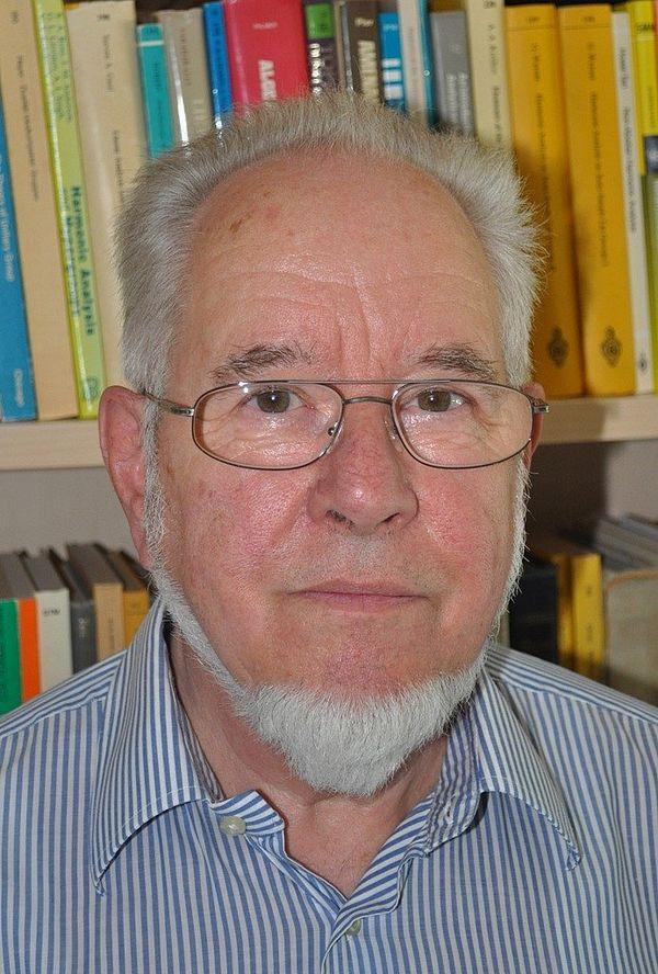 Foto (Universität Paderborn): Prof. Dr. Eberhard Kaniuth