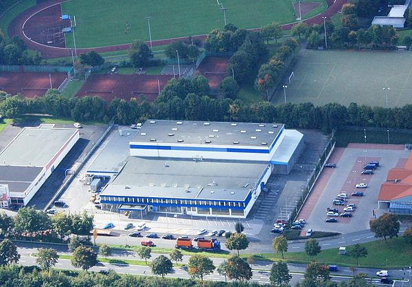 Luftbild (Universität Paderborn, Tibor Werner Szolnoki):Die ehemalige Praktiker-Baumarkt ist jetzt ein Gebäude der Universität Paderborn.