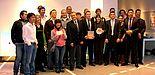 Foto (Universität Paderborn, C.I.K.): Im Team zum gemeinsamen Erfolg – die Teilnehmerinnen und Teilnehmer des Zumtobel-Projektseminars freuen sich über insgesamt 3.000 Euro Preisgeld.