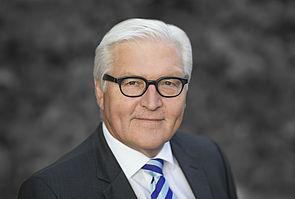 Foto (Thomas Köhler): Dr. Frank-Walter Steinmeier, Bundesminister des Auswärtigen, erhält die Ehrendoktorwürde der Fakultät für Kulturwissenschaften der Universität Paderborn.