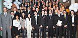 Foto (Daniel Kaschula): Die Absolventen und Promovierten der Fakultät für Wirtschaftswissenschaften nahmen ihre Urkunden in Empfang.