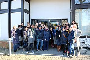 Foto (Universität Paderborn, Alexandra Dickhoff): Bei der zweiten Campus-Tour haben ehemalige Geographie- und Tourismus-Studierende die UPB unsicher gemacht.