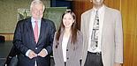 Foto (KTP): Prof. Dr. Potente, Leiter des Instituts für Kunststofftechnik, Dr. Bin Lin und Prof. Dr. Sundararaj (v. l.).