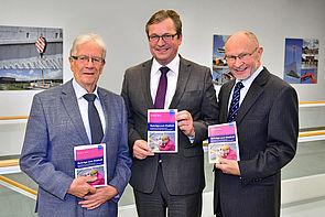 Foto (Braun Media GmbH Paderborn): v. l.: Prof. Dr. Jürgen Grüneberg, Michael Dreier, Bürgermeister der Stadt Paderborn, und Dr. Ingo-G. Wenke.