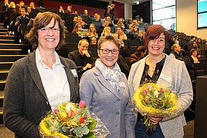 "Foto (Universität Paderborn, Johannes Pauly): Auszeichnung ""E-Learning-Label"" (v. l.): Prof. Dr. Ilka Mindt, Prof. Dr. Gudrun Oevel und Prof. Dr. Rebekka Schmidt."
