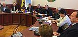 Foto (NTU Kiew): Dr. Viachaslau Nikitsin, Prof. Dr. Nikolai Dmitrichenko, Prof. Dr. Dr. h. c. mult. Klaus Rosenthal (3., 4., 5. v. li.)