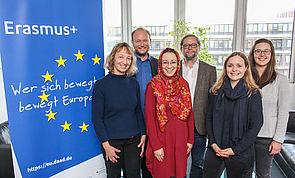 Foto (Universität Paderborn, Johannes Pauly): v. l.: Prof. Dr. Sabine Schmitz, Prof. Dr. Klaus von Stosch, Jun.-Prof. Dr. Muna Tatari, Prof. Dr. Michael Hofmann, Nicola Weinert, Juliane Eisenmann.