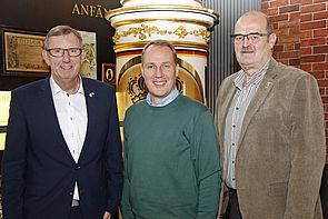 Foto: Manfred Nieder, Verkaufsdirektor der Warsteiner Brauerei, Dr. Peter Becker, Universität Paderborn, und Thomas Jägermann, erster Vorsitzender Stadtverband der Schützenvereine von Hamm.