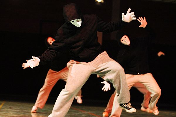 "Foto (Universität Paderborn, Adelheid Rutenburges): ""Hip-Hop mit Masken"""