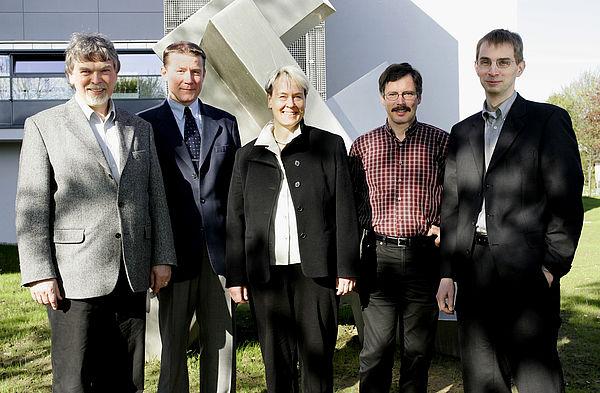 Foto: Gründeten das neue Institut ASEC: Prof. Wilfried Hauenschild, Prof. Andreas Thiede, Prof. Bärbel Mertsching, Prof. Ulrich Hilleringmann und Prof. Holger Karl (v. l.).