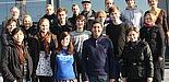Foto (Universität Paderborn, Patrick Kleibold): Prof. Dr. Volker Peckhaus (hinten links), Philosophieprofessor und Dekan der Fakultät für Kulturwissenschaften, und Prof. Dr. Ruth Hagengruber (links) freuen sich über den Besuch von Schülern des Lippst