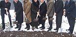 Foto (Mark Heinemann): (v. l.) Uni-Vizepräsident Prof. Dr. Bernd Frick, Dieter Honervogt (stellvertr. Bürgermeister Stadt Paderborn), Kanzler Jürgen Plato, Regierungspräsidentin Marianne Thomann-Stahl, Dekan Prof. Dr. Hans-Joachim Warnecke, Heinz Krom