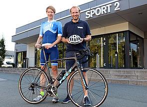 Foto (Heiko Appelbaum): Sebastian Mailänder (links) und Dennis Fergland von der Universität Paderborn sind in die Organisation der Deutschen Rennrad-Hochschulmeisterschaften eingebunden.