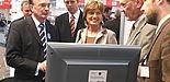 Foto (v. li. n. re.): (im Hintergrund) Prof. Christian Millauer (FH Lippe und Höxter), Rolf Struppek (Sprecher OWL Maschinenbau/Boge Kompressoren), Dr. Eberhard Niggemann (Weidmüller Interface), Ute Berg MdB, Bernd Seel (Uniconsult, Uni Paderborn) und M