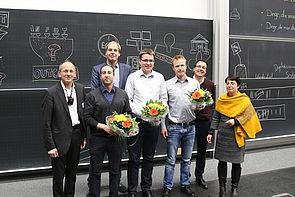 Foto (Universität Paderborn, Björn Heerdegen): Die Arbeitsgruppe um Prof. Dr. Dennis Kundisch (2. v. r.) mit Prof. Dr. Niclas Schaper (links) und Prof. Dr. Birgit Riegraf.