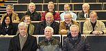 Foto: Alumni im G-Hörsaal der Universität – Vor 40 Jahren haben Franz Düpmann und 10 Kommilitonen ihr Ingenieurstudium an der Universität beendet. Aus diesem Anlass trafen sie sich wieder in Paderborn und nahmen an einer Führung über den Campus un