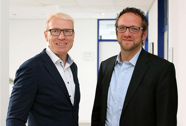 Foto (Universität Paderborn, Heiko Appelbaum): Karl-Julius Sänger (l.) und Prof. Dr. Dr. Claus Reinsberger freuen sich über die neue Kooperation.