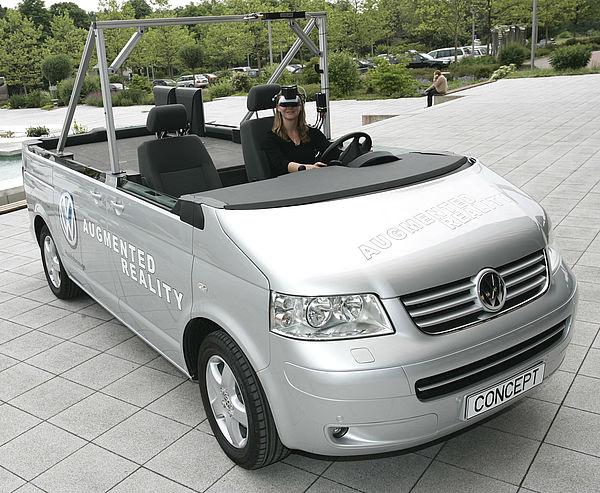 """Die """"Mobile Augmented Reality Versuchsplattform"""": Reales Fahrzeug und virtueller Innenraum verschmelzen zu einem neuen Prototypen [Foto: Jan Braun/HNF]"""
