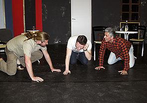 Foto (Studiobühne Paderborn): McCann (Oliver Eue), Rüdiger Meyer (Stanley Webber), Goldbergh (Thorsten Böhner).