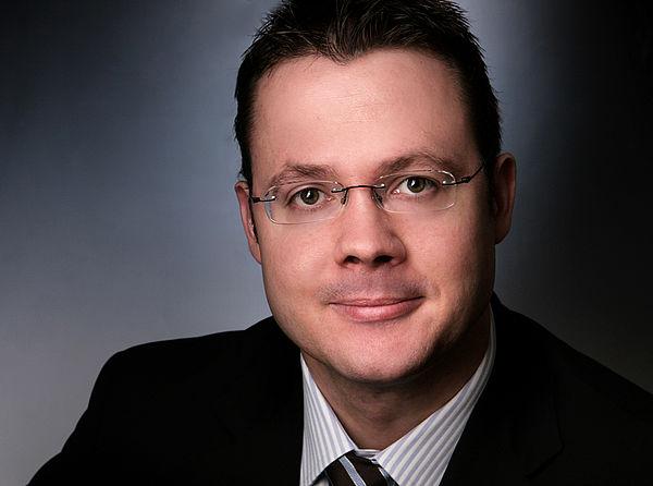 Foto (Universität Paderborn): Prof. Dr. Sönke Sievers, Lehrstuhl für Betriebswirtschaftslehre, insbesondere Internationale Rechnungslegung der Fakultät für Wirtschaftswissenschaften.