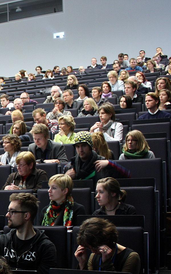 Foto (Universität Paderborn, Patrick Kleibold): Workshops, Diskussionsrunden und Vorträge externer Experten machten diesen Tag und damit das Thema Exzellente Lehre lebendig.