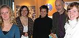 Foto (Christiane Bernert): Beim Infotag der Universität Paderborn ließen sich Schülerinnen und Schüler aus der Region beraten (v.li.): Gymnasiastin Juliane Albrecht (19), Janneke Botta und Katharina Korff, beide studentische Hilfskräfte bei der Zen