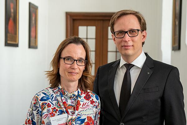 Foto (ThF-PB): Prof. Dr. Nicole Priesching (Universität Paderborn) und Prof. Dr. Stefan Kopp (ThF).