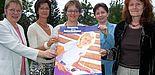 Foto (Mark Heinemann): (v. li.): Prof. Dr. Leena Suhl, Barbara Tigges-Mettenmeier, Prof. Dr. Ingrid Scharlau, Dr. Anke Backer und Irmgard Pilgrim.