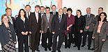 Foto (Frauke Döll, Universität Paderborn): Gemeinsame Sitzung: Rektorat der Universität Bielefeld und Präsidium der Universität Paderborn. 5. v. li.: Präsident Prof. Dr. Nikolaus Risch, 7. v. li.: Rektor Prof. Dr. Gerhard Sagerer