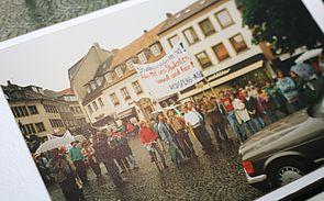 Foto: AStA-Proteste mit handgemalten Plakaten.