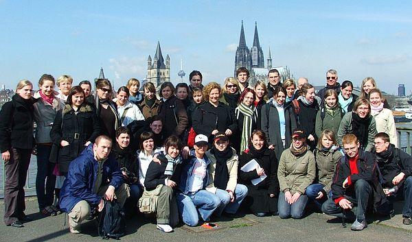 Foto: 20 polnische Studierende aus Poznañ und ihre deutschen Kommilitonen von der Universität Paderborn arbeiten in einem Projekt an einer gemeinsamen europäischen Zukunft.