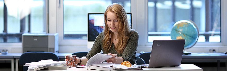 Ob Grundlagenforschung oder angewandte Wissenschaft – an der Universität Paderborn werden junge Menschen für die Zukunft ausgebildet.