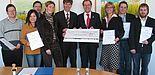 Personen auf dem Foto von links: Christian Möhl, Christoph Schön (Kreistagsabgeordneter), Lin Xie, Geschäftsführerin Katja Urhahne, Rektor Prof. Risch, Landrat Manfred Müller, Sonja Kröger, Dirk Meister, Michael Maxisch.