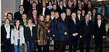 Foto (Mark Heinemann): Die Mitglieder der Wirtschaftsjunioren und des Wirtschaftsclubs Paderborn-Höxter blickten hinter die Kulissen der Universität Paderborn. Organisiert wurde die Veranstaltung von Christoph Schön (vorn rechts), Leiter der neuen Stab