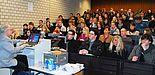 Foto (Universität Paderborn, Christoph Streicher): Volles Haus: Dr. Hartmut Lenhard, leitender Direktor des Studienseminars für Lehrämter an den Schulen in Paderborn, berichtete aus dem Lehreralltag.