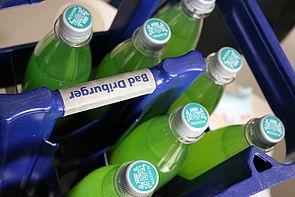 Foto (Universität Paderborn, Alexandra Dickhoff): Das giftgrüne Getränk wurde schon zu Studienzeiten selbst gemischt.