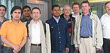 Foto (Universität Paderborn): Fachgebietsleiter der Elektrotechnik Prof. Dr.-Ing. Andreas Thiede und sein Team freuen sich über den neuen Geschwindigkeitsweltrekord, den der Doktorand Ahmed Awny erzielen konnte.