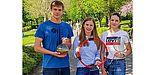 Studierende aus Chemie, Physik und Sport freuen sich über die guten Bewertungen im CHE-Ranking 2018 (Foto Universität Paderborn, Johannes Pauly): v. l. Julian Heske, Louisa Kleine-Tebbe, Diana Bauer.